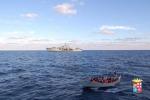 Guidò barcone con 17 migranti fino a Lampedusa, sudanese fermato dalla polizia