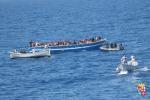 Migranti, fermati 4 scafisti: avrebbero portato circa 70 migranti a Lampedusa