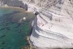 Riprese fatte con un drone: Scala dei Turchi vista dall'alto
