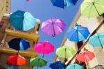 Sciacca, oltre 500 ombrelli colorano via Licata