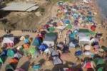 Ferragosto in spiaggia, lidi invasi da tende ad Agrigento
