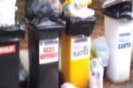 Gela, raccolta differenziata fuori dai cassonetti: il video