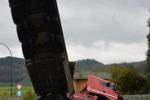 La foto. Caltanissetta, tir vola dal viadotto: autista illeso
