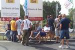 Gela, protesta alla Raffineria: petroliere ferme in mare