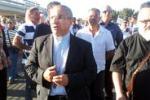 Gela, il vescovo di Piazza tra i lavoratori della Raffineria