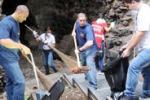 Volontari in campo a Catania: via i rifiuti dal parco Gioeni