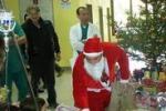 Acireale, Babbo Natale porta regali ai bimbi in ospedale