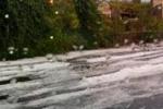 Spettacolare grandinata su Acireale, strade imbiancate