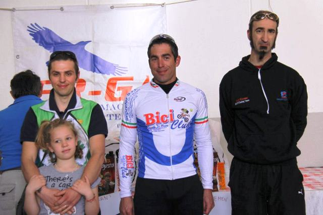 Mountain bike bici club di mauro tre catanesi sul for Di mauro arredi zafferana