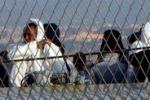 Giunge a Catania nave Marina con 199 migranti: le immagini