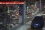 """Con l'auto nel centro commerciale """"Porte di Catania"""": il video"""