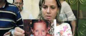 Piera Maggio, madre di Denise Pipitone, con una foto della figlia