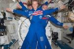 Luca Parmitano e gli altri: pose curiose dallo spazio