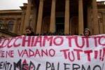 Studenti, momenti di tensione al teatro Massimo - di Igor Petyx