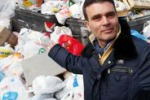Slalom tra i rifiuti a Palermo - di Igor Petyx