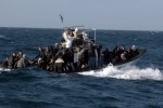 Migranti, altri due mini sbarchi a Lampedusa: ma il centro di accoglienza è saturo