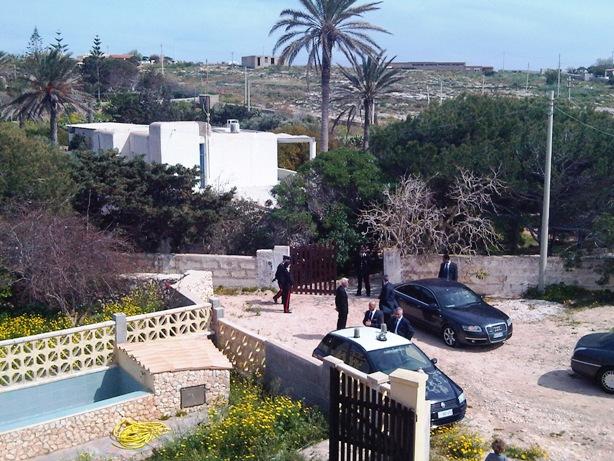 Lampedusa ecco villa le due palme giornale di sicilia for Disegni di casa chateau francese