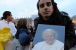 Wojtyla, a Roma migliaia di fedeli
