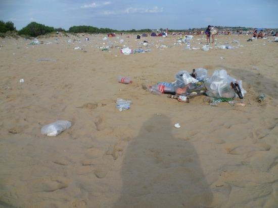 Cronache loro quei rifiuti tra i bagnanti giornale di for Costo dell ascensore della casa sulla spiaggia