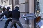 Indignati, le immagini degli scontri