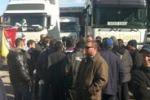 Tir, mezzi fermi al porto di Palermo. Le immagini