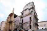 Crolla una palazzina a Palermo (Foto di Igor Petyx)