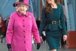 Kate allunga la gonna e accontenta la regina