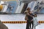 Click davanti alla Concordia: la Pasqua dei turisti al Giglio