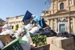 Cassonetti stracolmi: Palermo annega nei rifiuti - di Igor Petyx