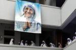 Madre Teresa nasceva 102 anni fa. Si prega a Calcutta