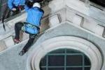 La scalata alla Mole Naso all'insù a Torino