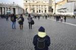 Ultimo Angelus di Benedetto XVI: folla a San Pietro