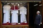 Esposto a Roma il vestito del futuro Papa: le immagini