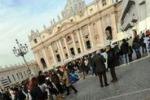 Migliaia di fedeli per il primo Angelus di Papa Francesco