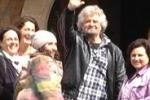 M5S, Grillo incontra i parlamentari in un casale: le foto