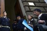La folla sotto casa Andreotti