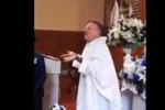 Da matrimonio a festa: prete canterino conquista Youtube