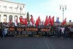 Roma, il corteo degli antagonisti: le immagini