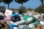 Terrasini invasa dai rifiuti: le foto dei cittadini