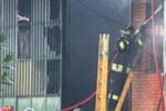 Prato, fabbrica in fiamme: morti e ustionati