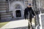 Messa e passeggiata: il primo giorno di Letta da ex premier