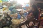 Napoli, da 8 anni segregata in casa dalla madre: le immagini