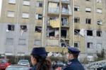 Esplosione in una palazzina a Torino: le immagini