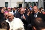 """Il Papa tra i detenuti di Castrovillari: """"Pregate per me"""""""