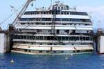 Riemerge la Costa Concordia, martedì l'ultimo viaggio