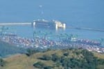 La Costa Concordia al porto di Genova: le immagini