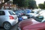 Auto in doppia fila, imputazione coatta per violenza privata