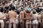 Sidney Opera House, tutti nudi per Tunick