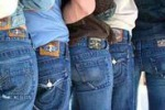 L'iniziativa. A Dittaino il jeans si... rottama