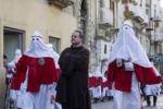 Settimana Santa, ad Enna la processione degli Incappucciati